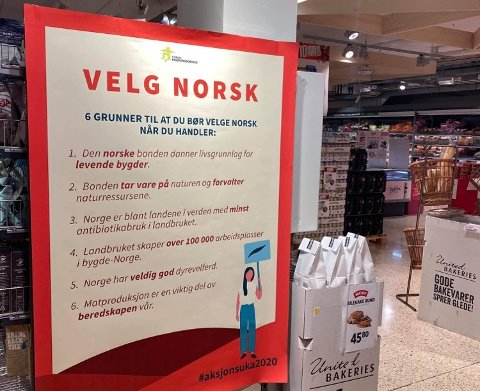 NORSK MAT: Slike plakater som forteller deg om grunner til å velge norsk mat henger rundt om i dagligvarebutikker i Sandefjord.