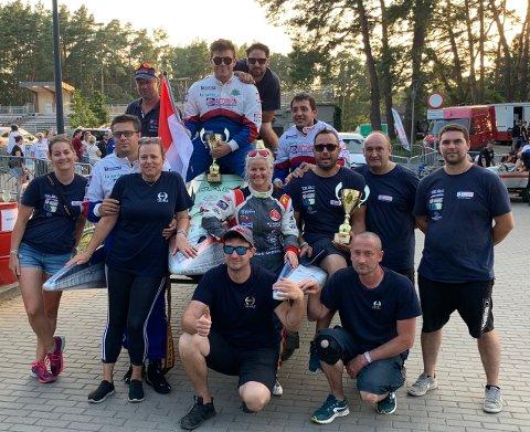 BRONSE: Marit Strømøy (i midten) sammen med resten av Team Tullio Abbate etter helgens verdensmesterskap.