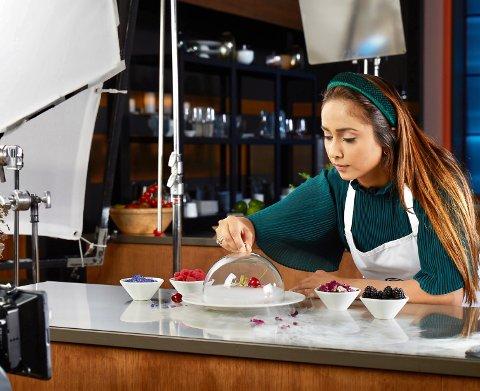 TANNLEGE MED TALENT PÅ KJØKKENET: Sakirat Waraich Kahlon er deltaker i årets MasterChef-konkurranse på TVNorge, som starter i kveld. Der får du se henne lage blant annet dette lille kunstverket av en matrett.