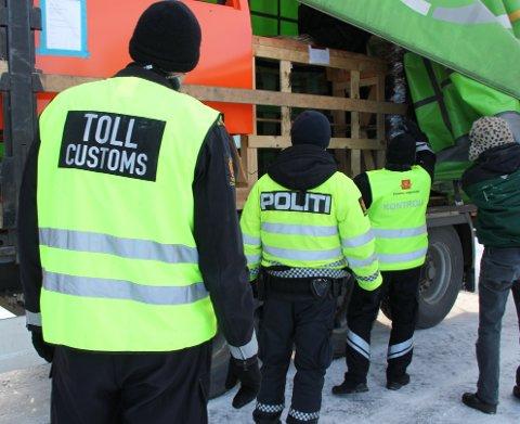 VARSLER STORKONTROLL: Politiet og en rekke offentlige etater har storkontroll av tunge kjøretøyer denne uka. I ble 74 kontrollert i Solo, av disse fikk 52 en reaksjon.