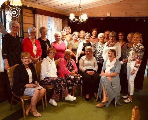 Nv: Eldbjørg Berg, Åse Sørby, Eileen Bjerke, Aud Bøe, Kari Dokka. Øv: Astrid Horntvedt, Helene M. Rød, Marit Skaug, Bente Nyhus, Kari Larsen, Maj B. Ågedal, Kari Løchen, Kari Hjermann, Randi Jahnsen, Hilde Aske, Turid Fevang, Jorunn Asmyhr, Kari Harneshaug, Erna Moen, Boel M. Knem