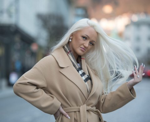 Private show: Christina Lægreid (21) jobber som stripper, og jobben innebærer blant annet danseshow i private                     avlukker. – Det er som i alle yrker, noen dager er bedre enn andre. Men jeg har ingen problem med å kle av meg, og en slik danse handler ikke om nakenhet, men om selvtillit, mener hun.Foto: Magne Turøy