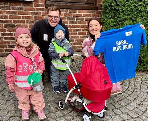 Det ble samlet inn nesten 3.8 millioner kroner i Drammen kommune under TV-aksjonen som går til arbeidet mot barneekteskap. Her er Eivind Knudsen og Victoria De Oliveira sammen med tvillingene Adele og Theodor.