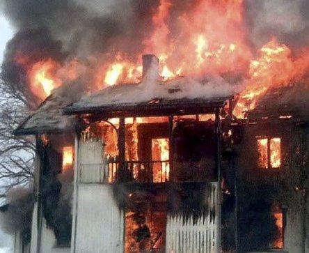 KUN ØVELSE: Brannvesenet skal øve på husbrann ved å sette fyr på gamle bygninger.