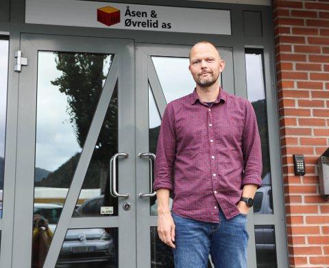 ÅSEN & ØVRELID: Dagleg leiar Finn Ove Øen seier dei ikkje har teke stilling til om dei vil klage inn Veidekke-signeringa til Helse Førde eller ikkje. – Vi får sjå, seier han.