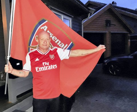 2019: Tim Kaaber klar til TV-overført European League-kamp med sitt favorittlag i snart 50 år, Arsenal. FOTO: Geir LØVli