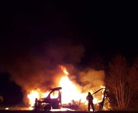 VOLDSOMT: Brannen var kraftig, men brannmanskapene fikk til slutt kontroll på flammene.