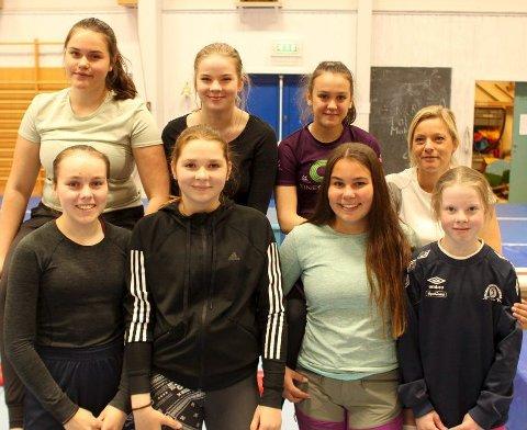 Instruktører: Bak, f.v.: Jeanette Stensnes (18), Margrethe Haugen (15), Frida Johnsen (14) og trenerkoordinator Rebekka Garnes. Foran fra venstre: Maren Livelten (17), Hanna Fredriksen (16), Nora Løkeng (16) og Ronja Eliassen (13).