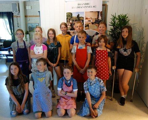 MATKURS: Fjorten unger i alderen 7-13 år samlet på kurs i regi av Brandbu Bygdekvinnelag.