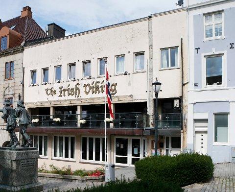 THE IRISH VIKING: Det var ved dette utestedet i Torggata i Haugesund Sentrum at russejentene måtte snu i døra.