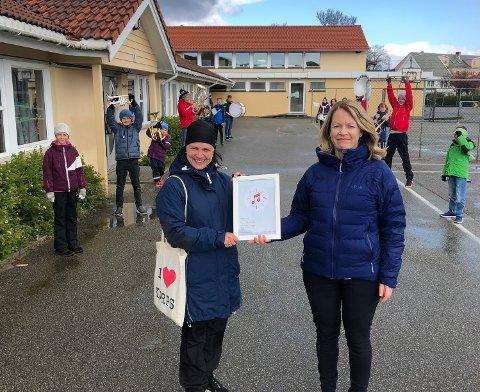 STØTTE: En rekke korps på Haugalandet fikk støtte. Her på Gard fikk de overraskende besøk.