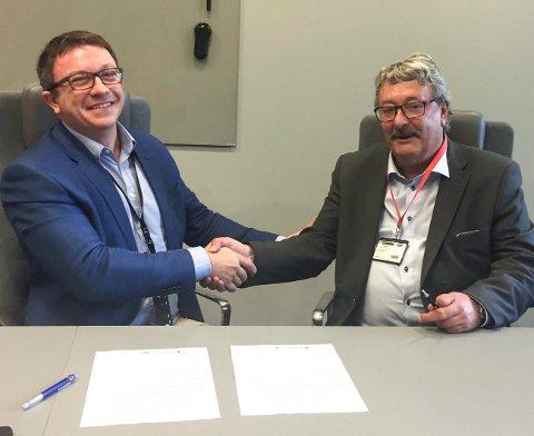 Fungerende fylkesråd for næring Knut Petter Torgersen (t.h.) og direktør Karl Johnny Hersvik i Aker BP.