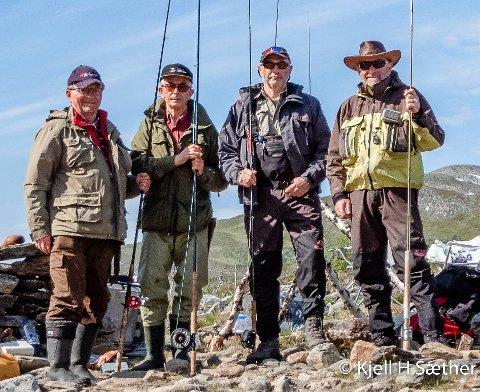 IVRIGE FISKERE: Disse fire Ap-veteranene er nok mest kjent for stemmefiske, men de er også ivrige sportsfiskere. Hver sommer møtes de. Fra venstre Kjell H. Sæther, Steinar Pedersen, Dag Terje Andersen og Torbjørn Wilhelmsen.