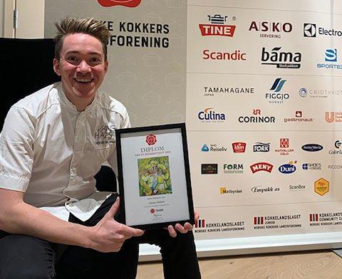 VANT PRIS: Christer Rødseth fra Finstadbru er kåret til «Årets kjøkkensjef 2019» av Norske Kokkers Landsforening.