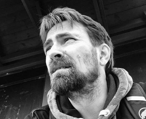 BLIR SNART BESTEFAR: Morten Enger Bratli blir snart bestefar og har gjort klart huset til pensjonisttilværelsen, selv om han fortsatt er i førstiårene.