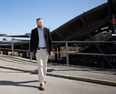 FOR SÅRBART: Ordfører i Ullensaker Eyvind Jørgensen Schumacher mener man må satse på mer enn luftfart i Ullensaker framover.