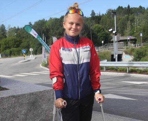 UREDD JENTE: Ingrid Lesteberg innledet Hovedløpet med å gå med krykker, men søndag skal hun løpe uten dem.  FOTO: ERIK BORG
