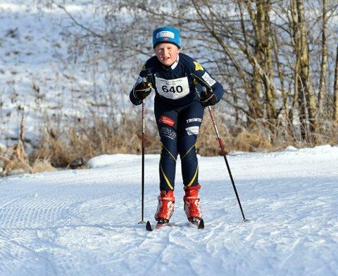 ENDELIG SNØ: Synne var godt fornøyd med endelig å få gått sitt første skirenn for sesongen.  Foto: Solfrid Therese Nordbakk