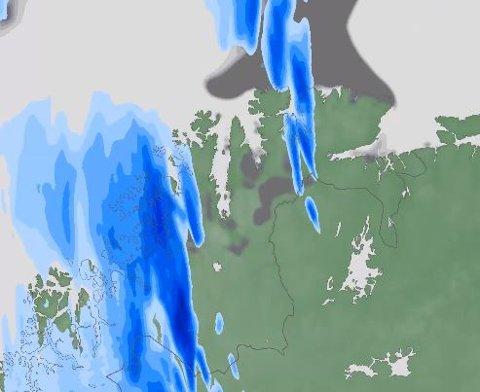 FUKTIG: Det blir mye nedbør i Troms og Finnmark den kommende uken. Men vakthavende meteorolog Per Egil Haga gir forhåpninger om skikkelig sommervær i slutten av juli i nord.