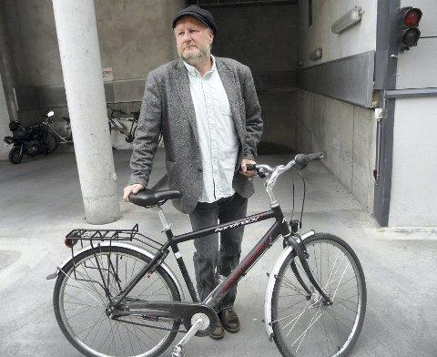 TRIM OG MUSIKK: Christen Hvam anno 2016 tar gjerne en sykkeltur (eller gåtur i Marka). Tom Waits-lua vitner om hans sterke interesse for musikk. foto: geir løvli