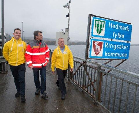 Fylkesmann Knut Storberget har stått i spissen for aksjonen. Har sammen med (t.h) Espen Østvold Rølla i TV-aksjonen og Per Magnar Klomstad i Statens vegvesen.