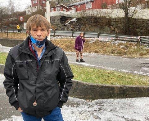 IKKE GØY Å VÅKNE TIL: Erik Bjørnli og kona Bente Bjørnli i bakgrunnen våknet av at politiet sto på døra søndag morgen. Ingen av dem våknet da støttemuren utenfor huset deres raste.
