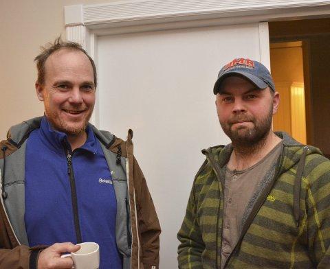 Elgjegere: Kjell Olav Revhaug (f.v.) og Ulf Veidahl gledet seg til å høre Bjørn Brendbakkens elgfortellinger.
