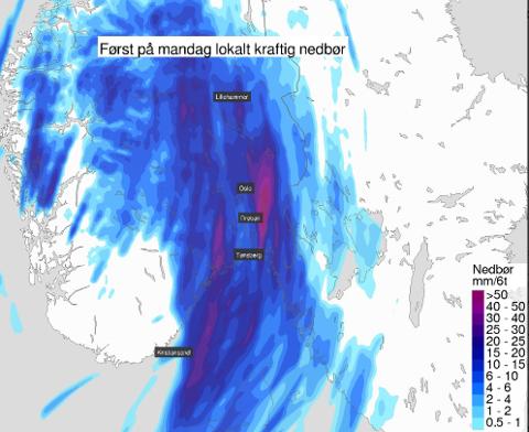 Bildet viser den kraftige nedbøren som er på vei mot Østlandet.