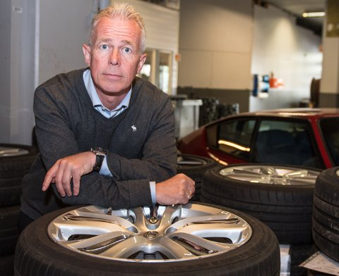 LA BILEN STÅ: Arne Voll, kommunikasjonssjef i Gjensidige oppfordrer alle som kan om å la bilen stå og bruke kollektivtransport der dette er mulig.