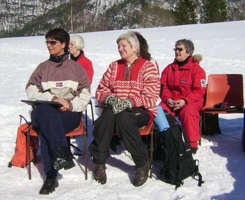 Somtid bert og somtid snø under friluftsmessa på Haugligardane. For 10 år sia (biletet) var det både vinter og vakkert.