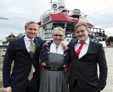 Brødrene Morten og Marius overrasket mamma Hilde Iren Husby Gule da hun stilte opp som gudmor. Hun ante ikke at hun skulle få nybåten oppkalt etter seg.