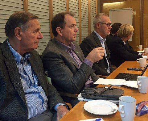 PÅ REKKE i OSLO: Fra venstre, Nils Ingar Aabol (Ap), Stokke, Bjarne Sommerstad (Sp), Andebu, Rune Høiseth (Ap), Larvik og med ryggen til, Roar Jonstang (H); Nøtterøy.