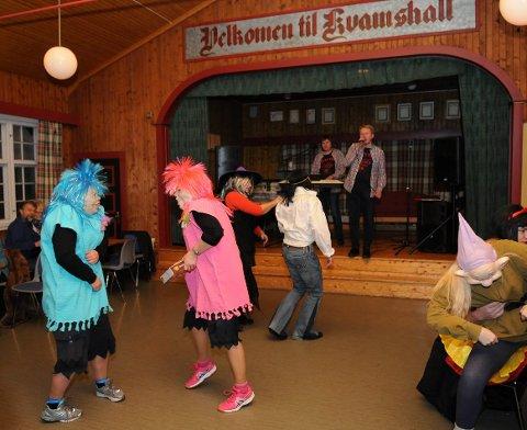 Julebukkmoro på Kvamshall er ein årleg tradisjon i januar måndag.
