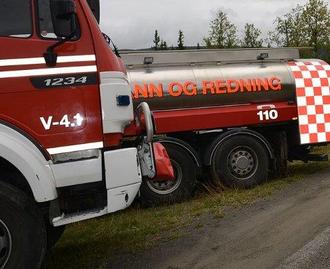 Utrykking: Brannvesenet måtte rykke ut til ein bilbrann i Reinli fredag kveld.