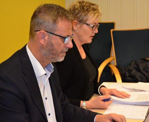 Framlegg: Rådmann i Etnedal, Kai Egil Bachér, legg tysdag fram forslag til budsjett, og ordførar Toril Grønbrekk håpar kommunestyret landar dette i det siste kommuenstyremøtet i Etnedal i 2018.