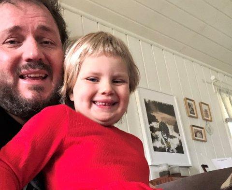 Herman Bjørnsgård (49) måtte bli hjemme med datteren Ingrid Sofia Smeby Bjørnsgård (4) da Indre Østfold kommune valgte å korona-stenge barnehager og SFO denne uken.