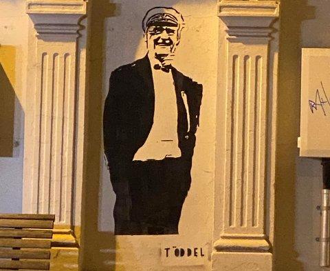 KUNST: Gatekunstneren Töddel har vært på ferde igjen i Flekkefjord, nærmere bestemt i krysset Brogaten / Kirkegaten.