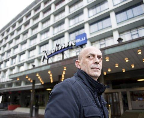FORBANNET: Djevat Hisenaj er leder for hotell- og restaurantarbeiderne i Bergen. Han har selv jobbet 26 år ved Hotel Norge. Nå har sendt saken over til forbundets advokat. FOTO: SKJALG EKELAND