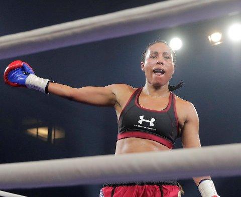 Cecilia Brækhus har signert med en motstander for kamp i USA 5. mai.