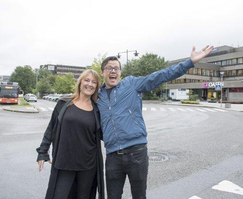 Frilanser innen kultur og teater Birthe-Lisbeth Ludvigsen og teatersjef Jørn Kvist er stolte fyllingsdøler. Nå gleder de seg til at det nye kulturhuset skal stå ferdig på tomten bak dem, kanskje allerede i 2023.