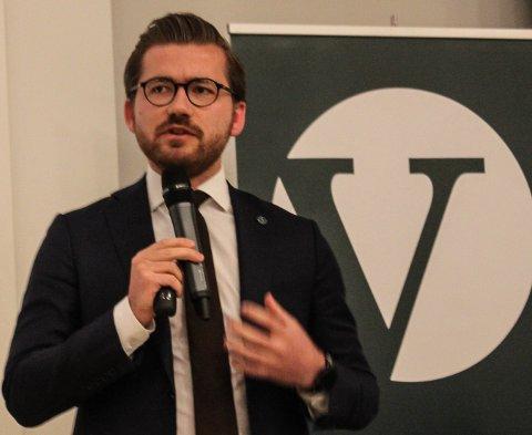 POSITIV TIL FORSLAGET: Sveinung Rotevatn er positivt til nytt forslag om regulert sal av cannabis, som skal opp på Venstre sitt landsmøte til helga.