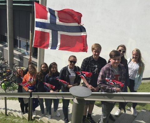 Klare: Disse unge talerne ber om din oppmerksomhet på nasjonaldagen. Foto: Hege Mølnvik