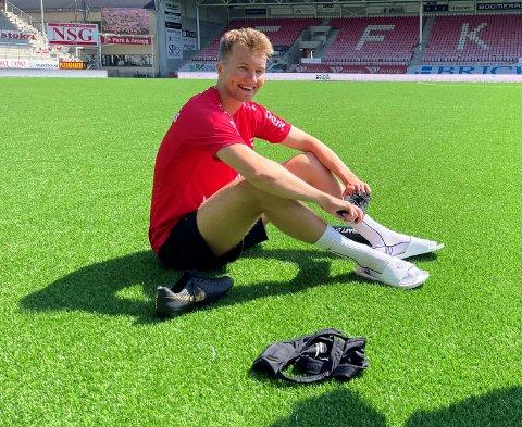 KAN BLI: Jesper Isaksen (21) kan bli værende i FFK ut sesongen.