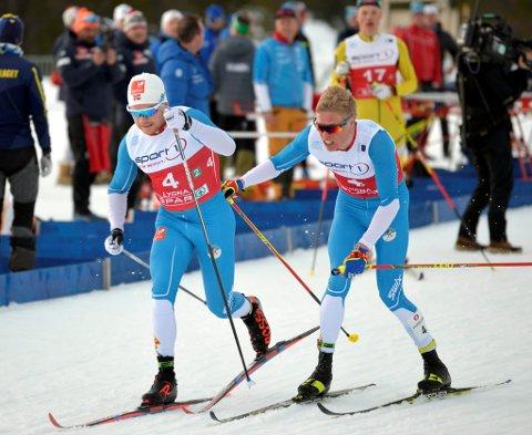 Martin Løwstrøm Nyenget sender Håvard Solås Taugbøl ut på den siste etappen, og det endte med den sure fjerdeplassen.