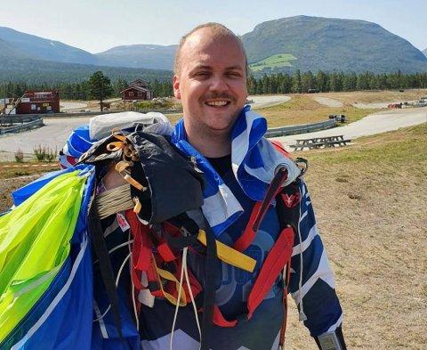 Halvard Vorkinn ble frelst da han hoppet i fallskjerm for første gang for et år siden.