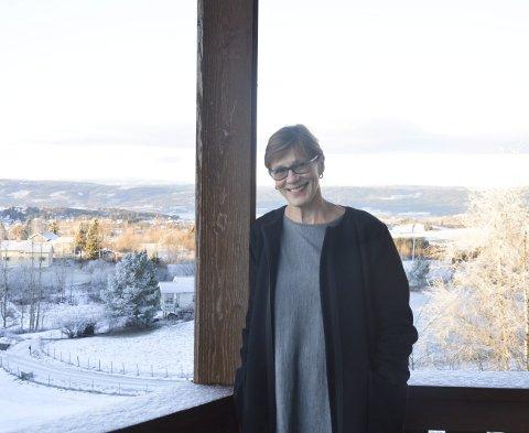 JOBBUTSIKT: Leila Valvik Raustøl har flott utsikt på Halvdanshaugen. Nå ser hun fram til å bli pensjonist – og en fortsatt aktiv bruker av naturen.