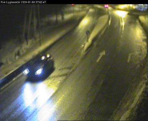VÅT VEGBANE: Slik ser det ut på riksveg 4 over Lygna fredag morgen klokka 7.02.