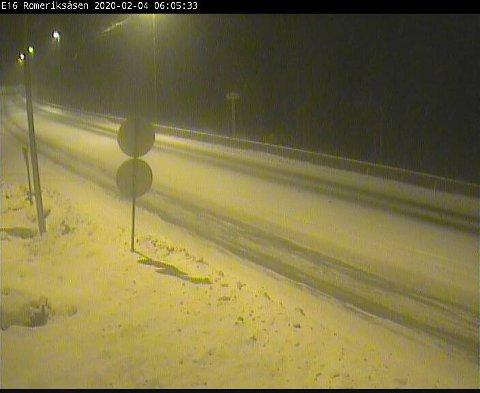 Snødekke: Brovoll på E16 over mot Gardermoen tirsdag morgen.