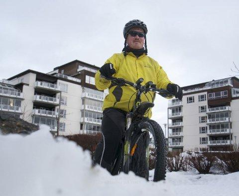 Snøen ødela målsettinga til Espen Furenes om å sykla til jobben kvar dag. Likevel sykla han den dagen vêrmeldingane var sok verst.