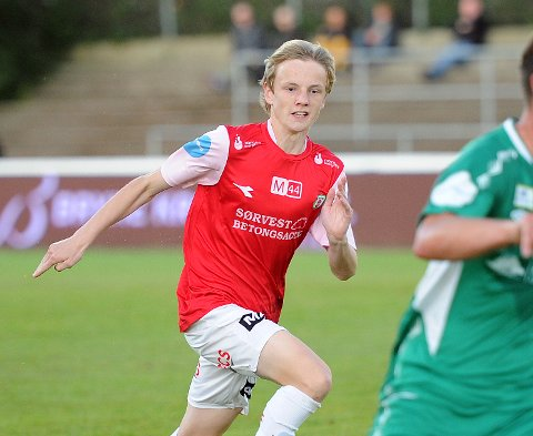 SCORET: 17 år gamle Tobias Bakken Dalbye laget Brynes mål mot MK.
